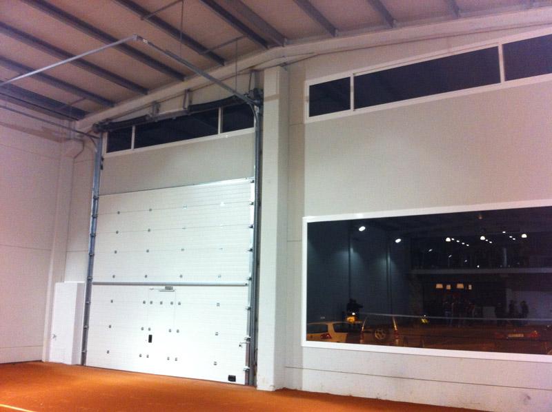 Nave prefabricada gimnasio Barbastro (Huesca) | Detalle puerta